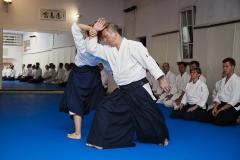 Sensei Aikido Utsuji Horii prowadzi trening Aikido w klubie Aikikai
