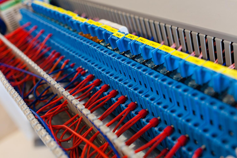 Szafa sterownicza Control System / Lidia Mukhamadeeva